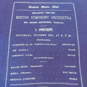 Boston Music 🎼 Hall / Vintage Hanes Beauty Single